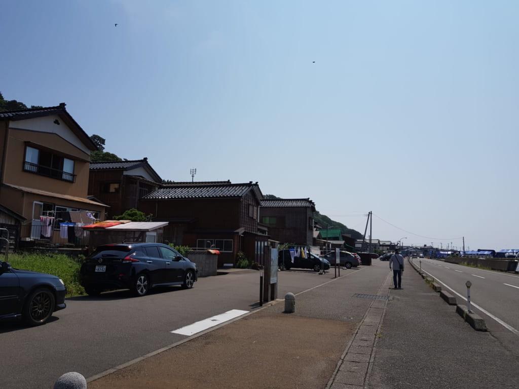 Eine Küstenstadt entlang der Seaside Line.