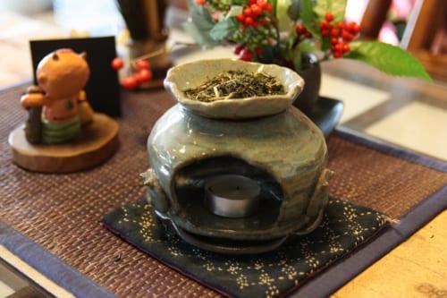 Der Tee verbreitet einen angenehmen Duft.