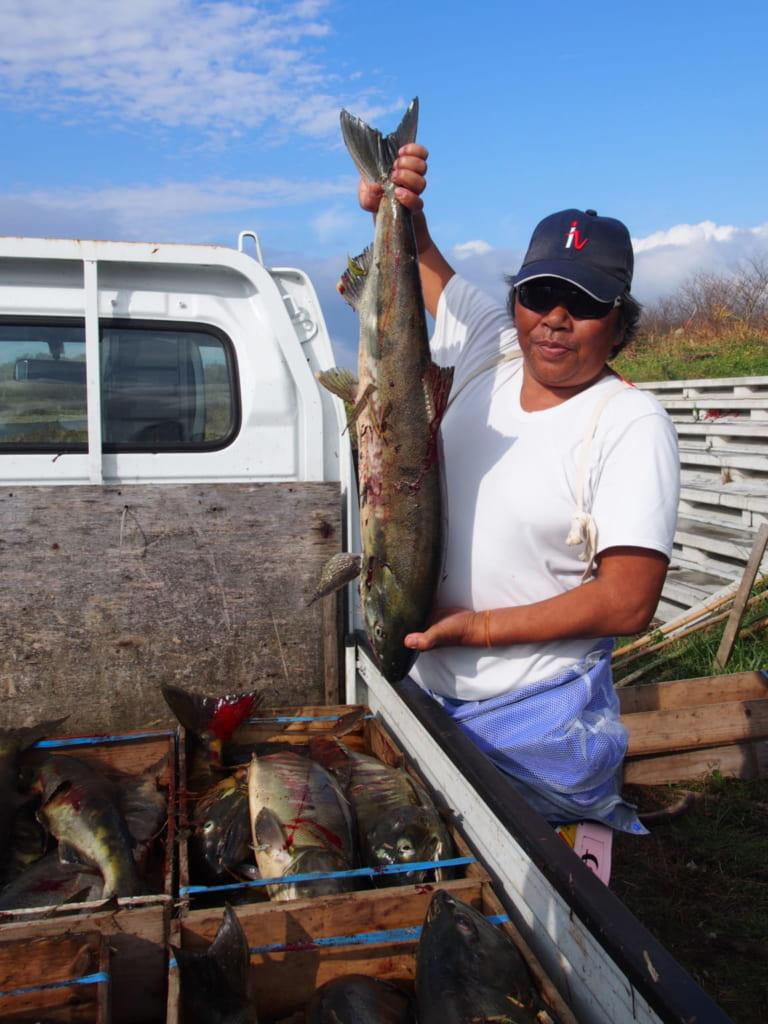 Der Lachs wurde auf traditionelle Weise mit dem Speer gefangen.