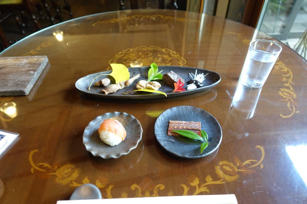 Die Lachs-Vorspeise im Restaurant Izutsu-ya.