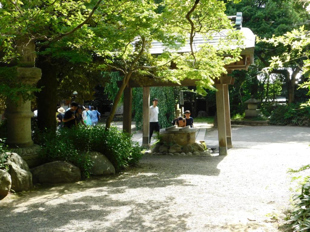 Das weitläufige Gelände des Jindaiji Tempel.