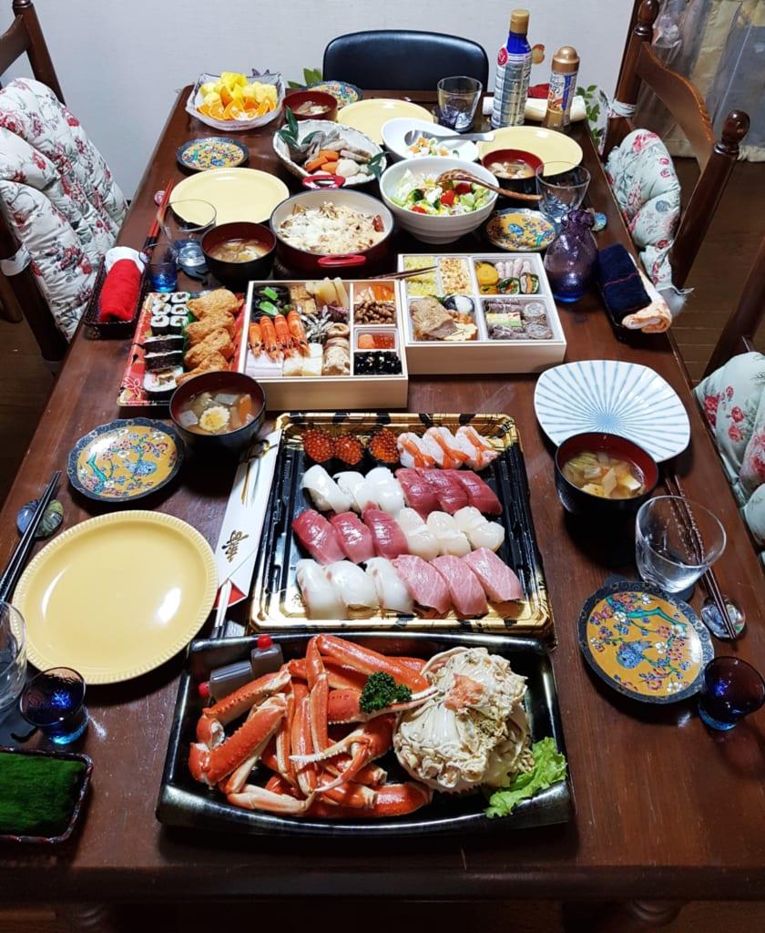 Das Abendessen zu Neujahr gleicht einem Festmahl.