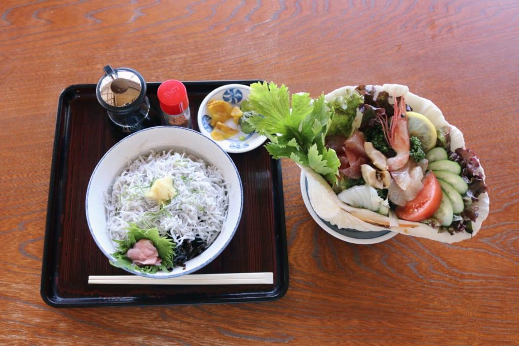 Shirasu Don ist eine Spezialität von Enoshima.