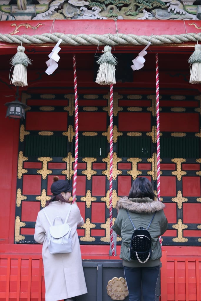 Der Enoshima Schrein ist aufgeteilt in drei verschiedene Schreine, den Hetsunomiya, Okutsunomiya und den Nakatsunomiya.