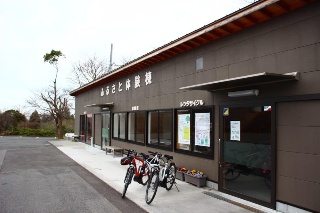 Der Fahrradverleih des Sakuranoyu Kanko Bussan Centers.