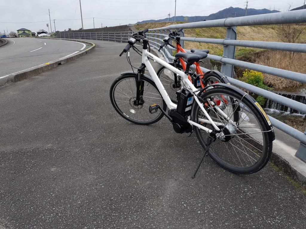 Mit dem Fahrrad durch die Stadt Toon, Ehime, Shikoku in Japan.