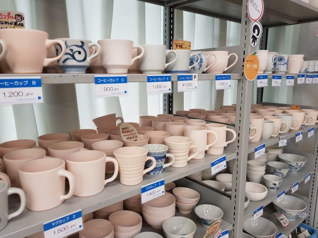 Die Auswahl an Keramik im Tobe Yaki Togei Sosakukan ist gigantisch.