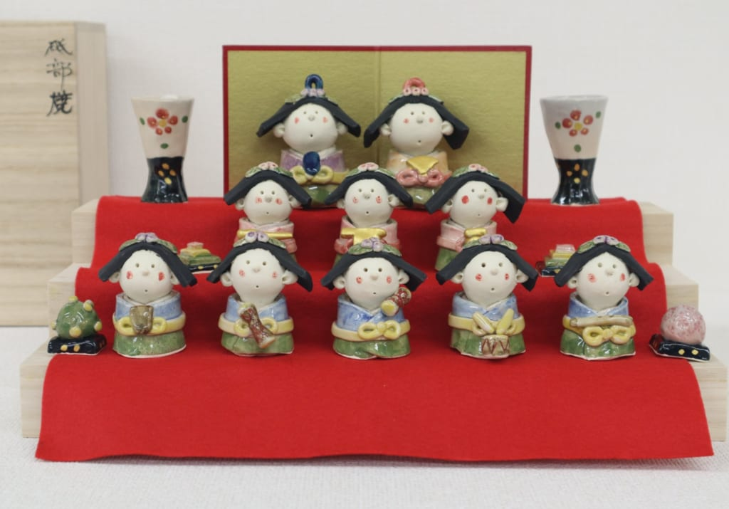 Die Hinamatsuri Ausstellung mit Tobe Keramik.