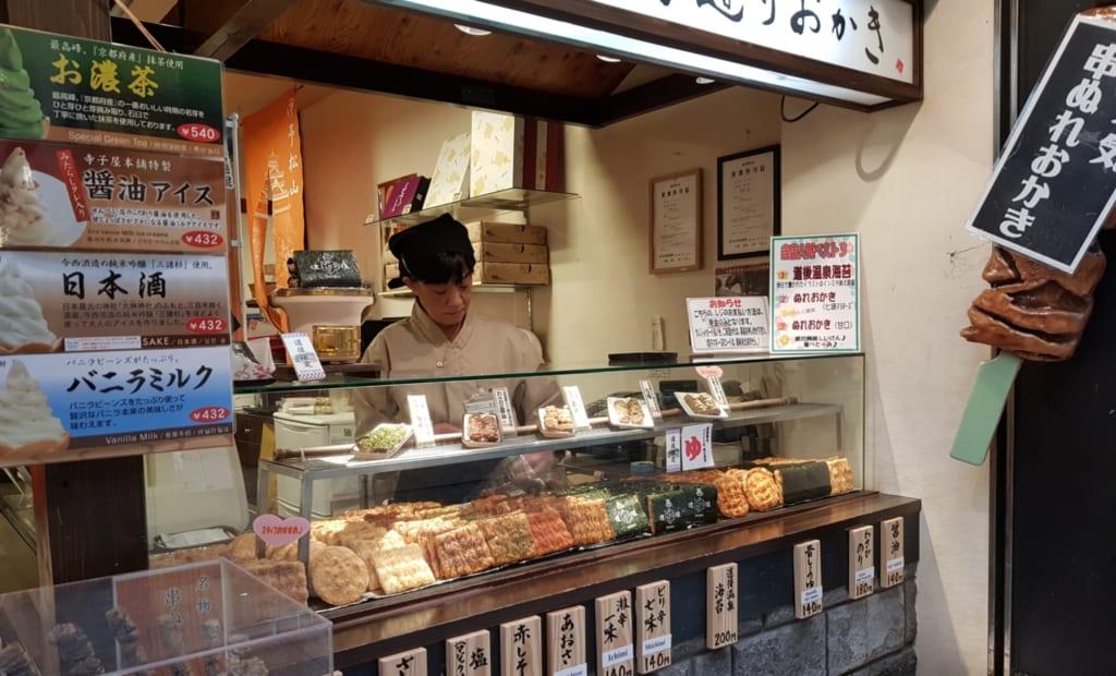 Ein Senbei Laden im Shotengai.