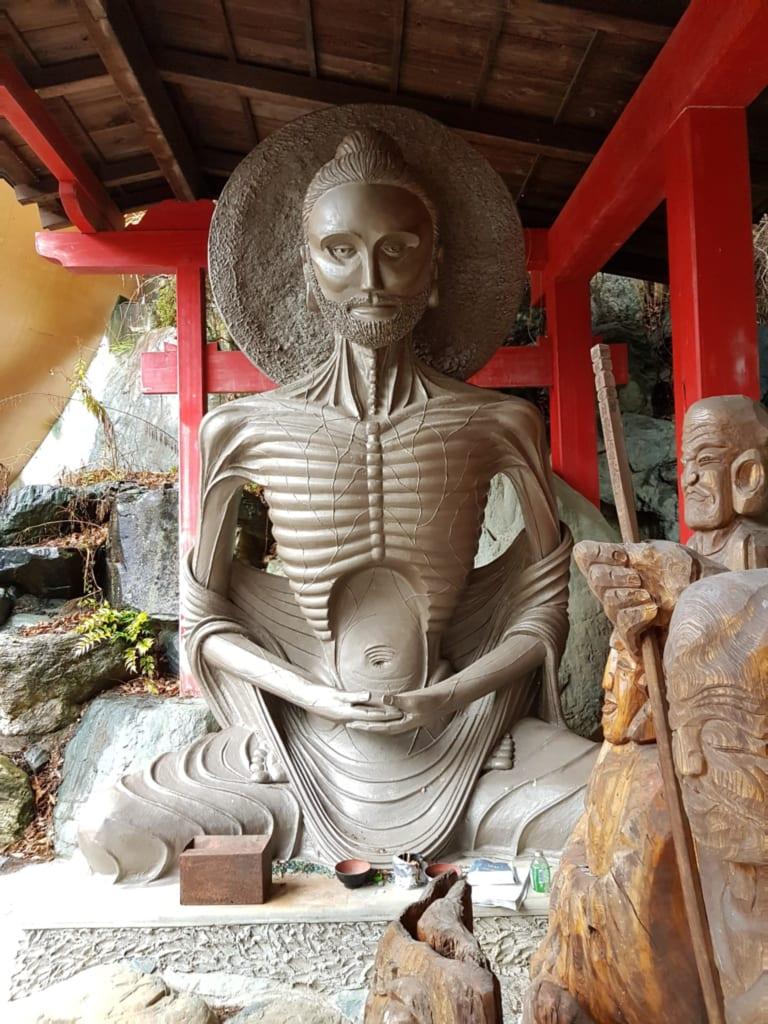 Hier werden die 88 Gottheiten vom Shikoku-Pilgerweg abgebildet.