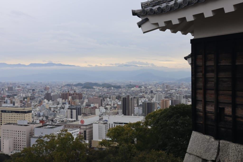 Der Panoramaausblick von der Burg Matsuyama.