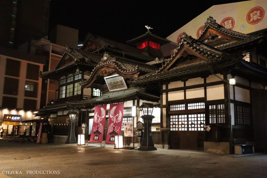 Abends ist das Dogo Onsen in Matsuyama ein wahrer Hingucker.
