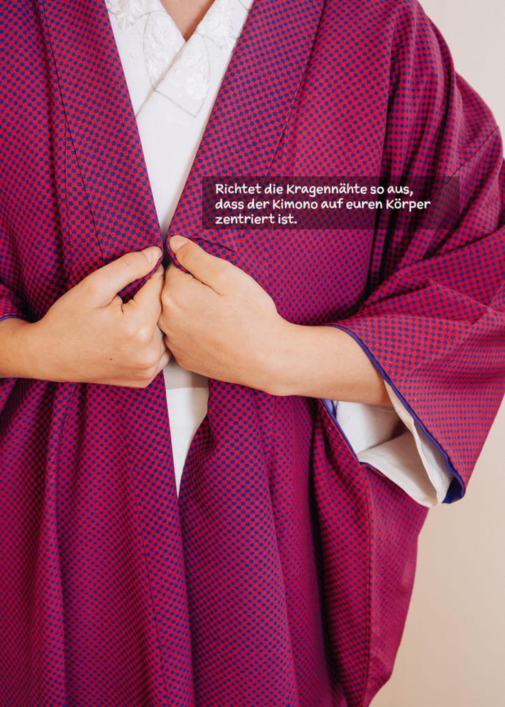 Richtet den Kimono auf euren Körper aus.