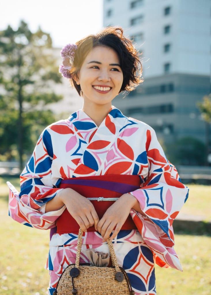 Yukata, der Sommerkimono, mit einem Hanhaba Obi.