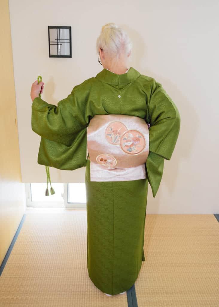Einen Nagoya-Obi binden, Kimono.
