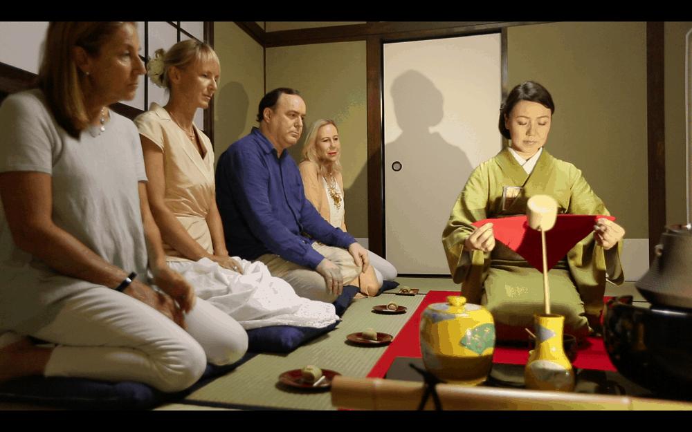 Eine authentische Teezeremonie in Tokio, Japan.