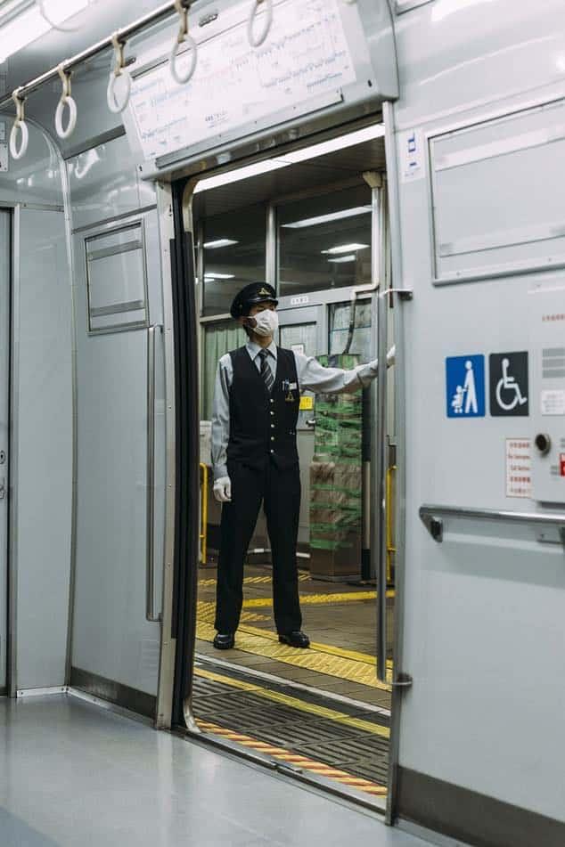 """Gesichtsmasken sollen ebenfalls vor dem """"gelben Staub"""" aus China schützen."""