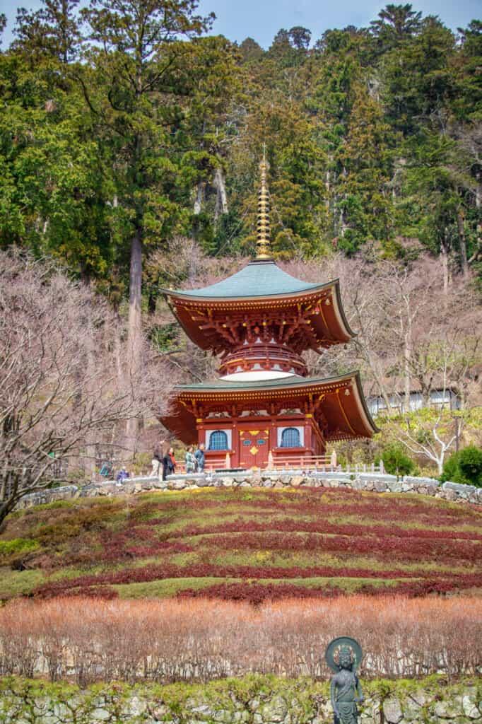 Der Katsuo-ji Tempel in Osaka liegt in der idyllischen Umgebung von Mino, Japan.