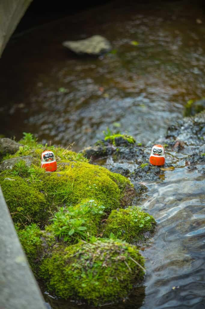 Daruma-Puppen sind japanische Glücksbringer.