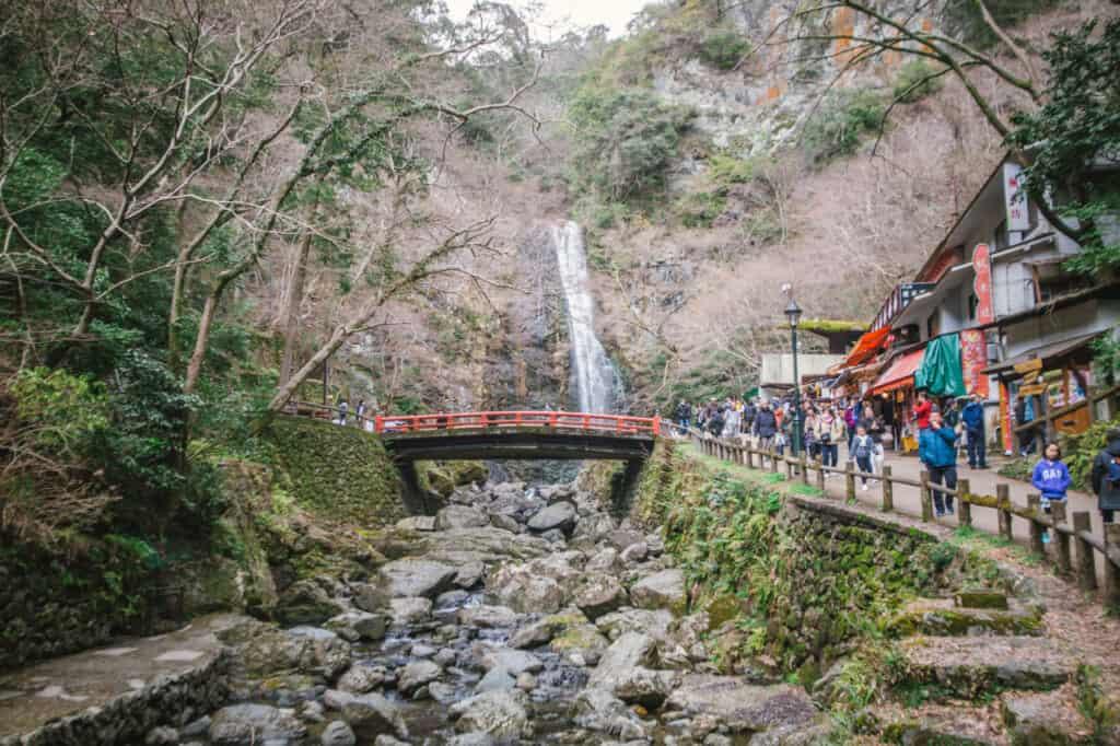Der Mino Park in Osaka ist bekannt für sein Herbstlaub, Kouyou.