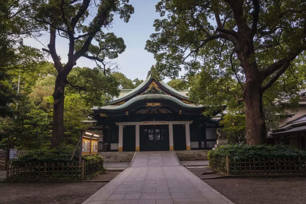 Der Eingang zum Oji Schrein in Tokio, Japan.