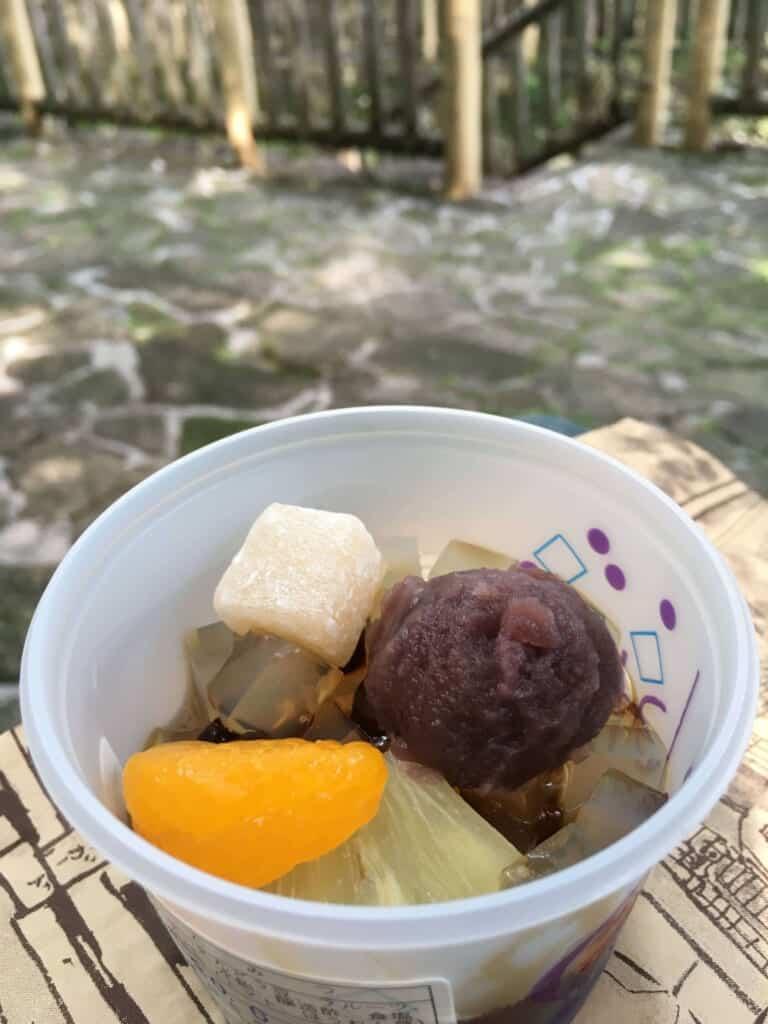 Das Süßigkeitengeschäft Ishinabe Kuzumochi.