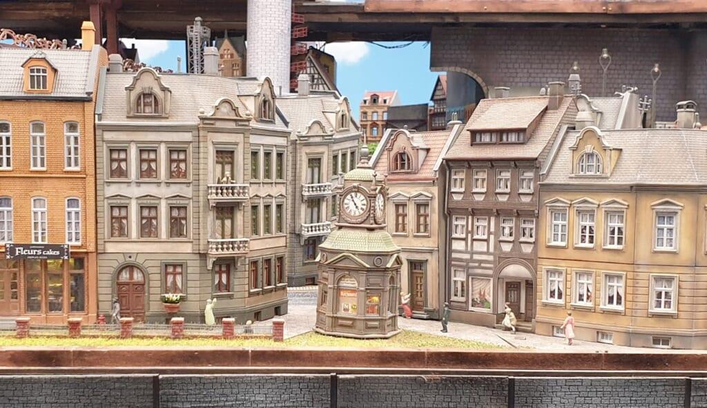 Small Worlds Tokyo: Europäische Gebäude im Global Village.