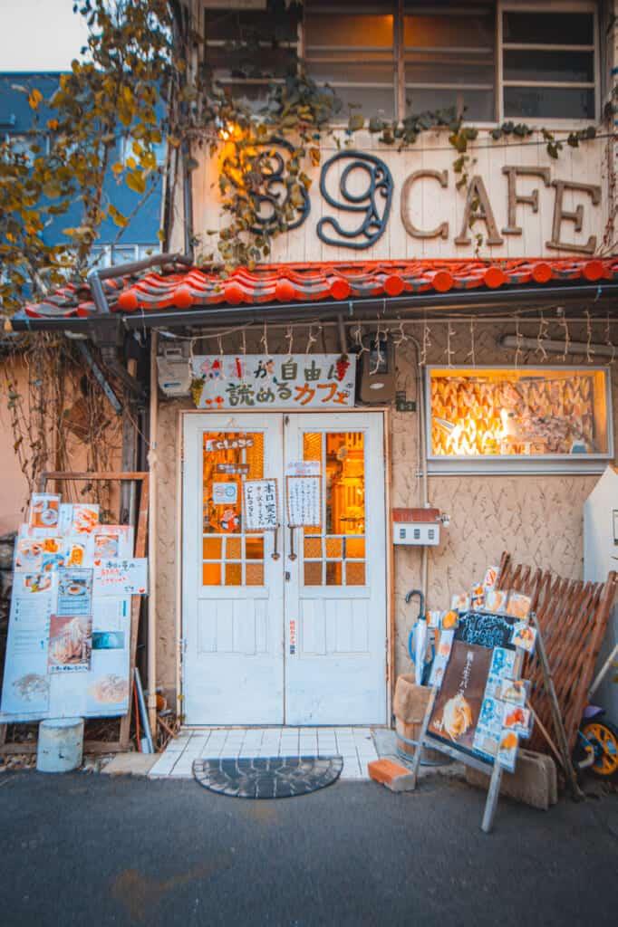 Der Außenbereich eines Cafés