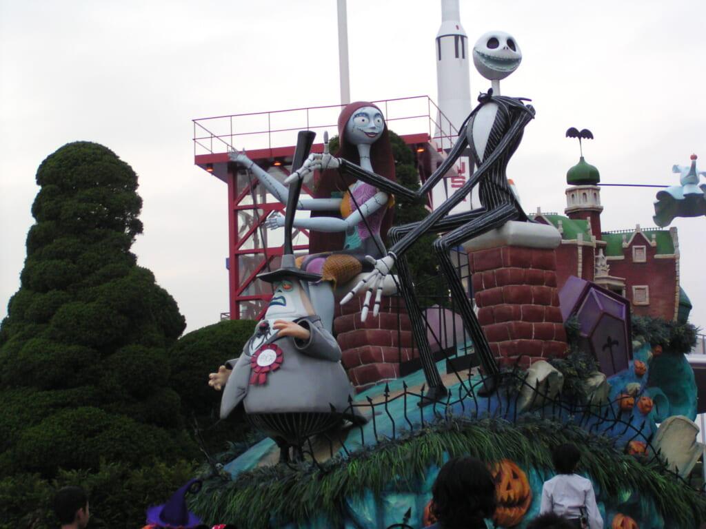 Nightmare Before Christmas Figuren im Disneyland, Halloween in Japan.