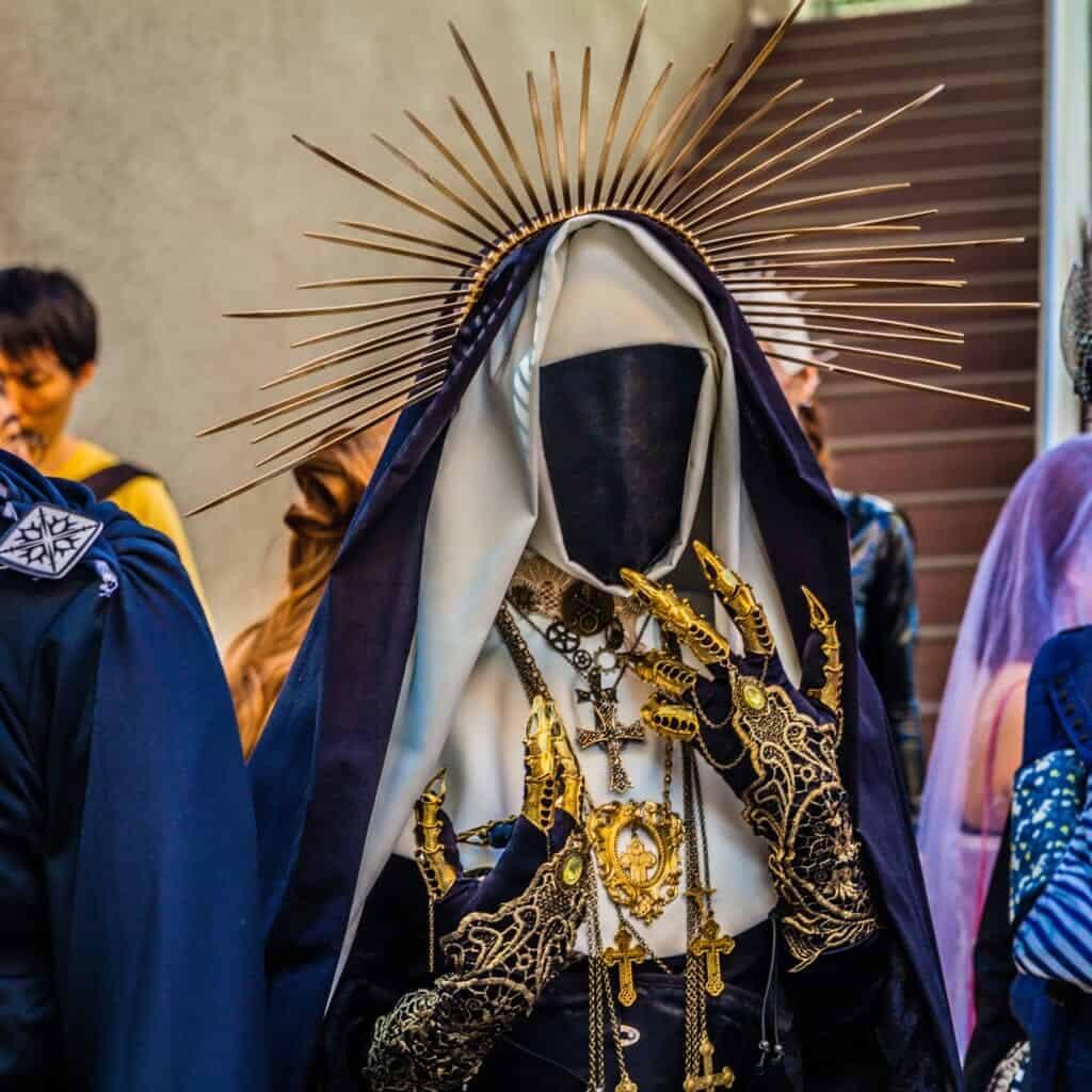 Maskiertes Kostüm.