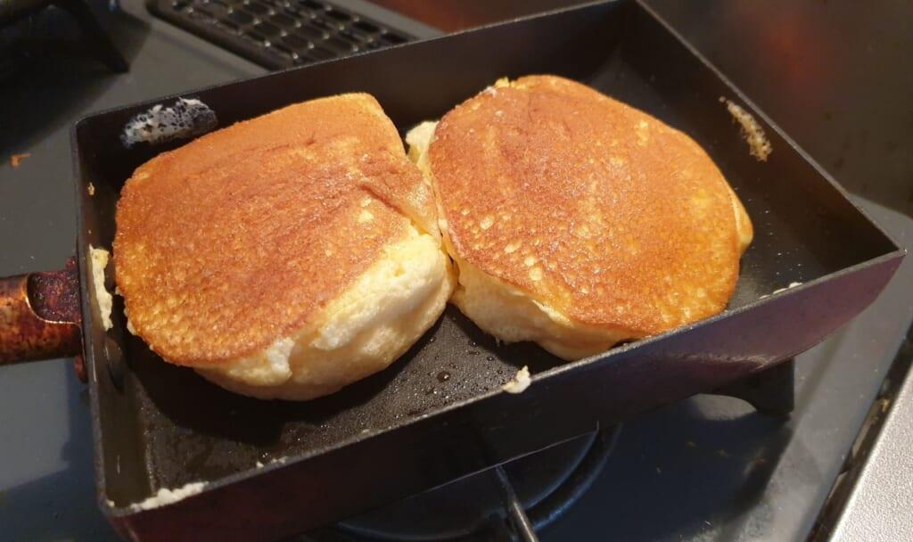 Die Pancakes sollten eine goldbraune Farbe haben.