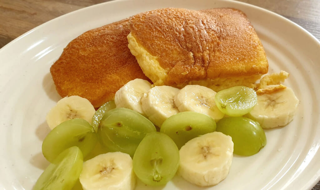 Selbstgemachte fluffige Pancakes aus Japan.