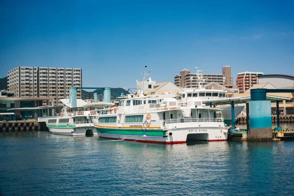 Der Sasebo Fährhafen.