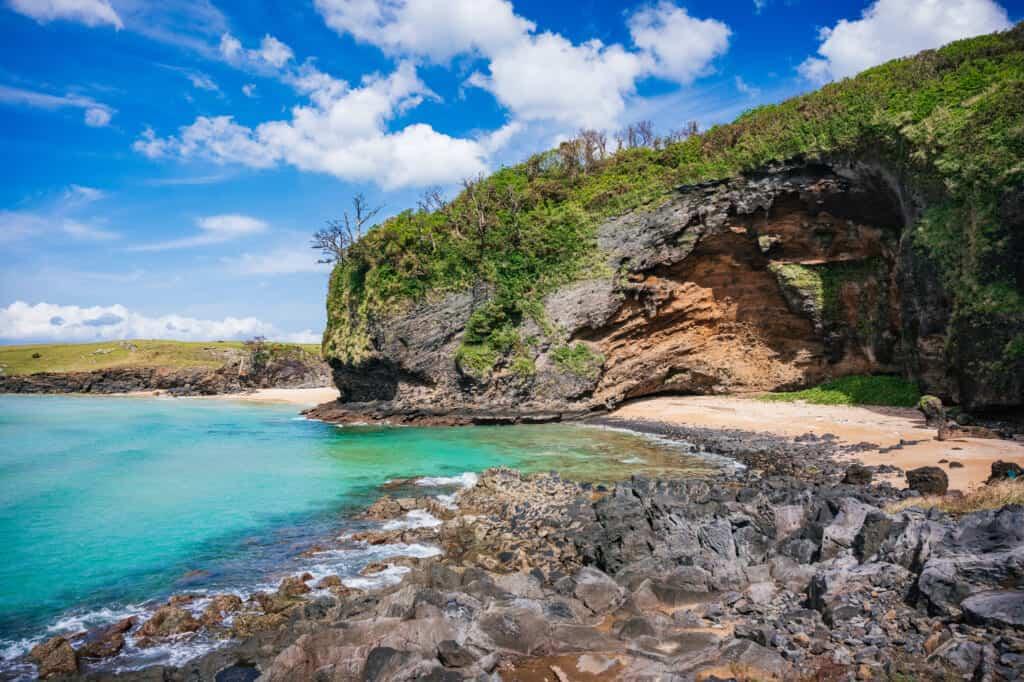 Das türkisblaue Wasser des Goryo Kliffs.