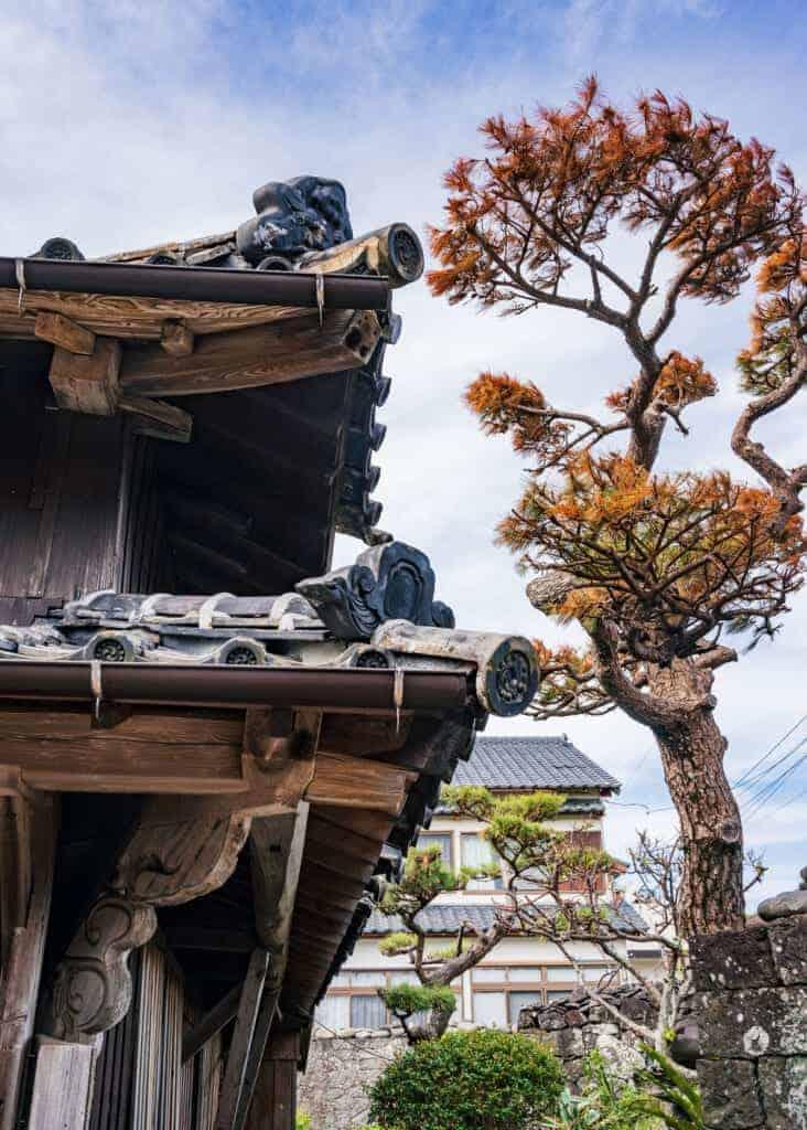 Dachvorsprung eines traditionellen Hauses.