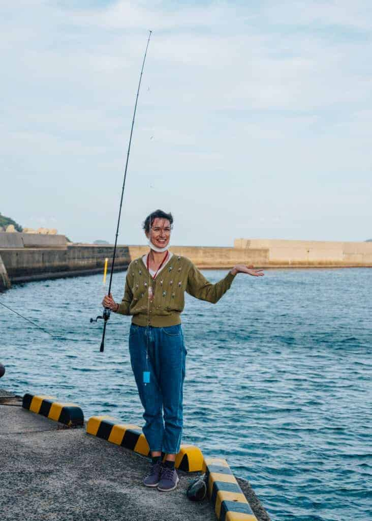 Reiseführerin des Tourismusbüros der Insel Ojika.