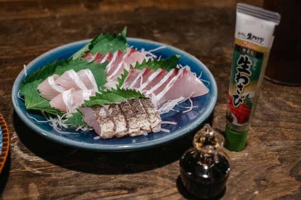 Frisches Sashimi im Gästehaus Yanoya, einem renovierten Kominka.