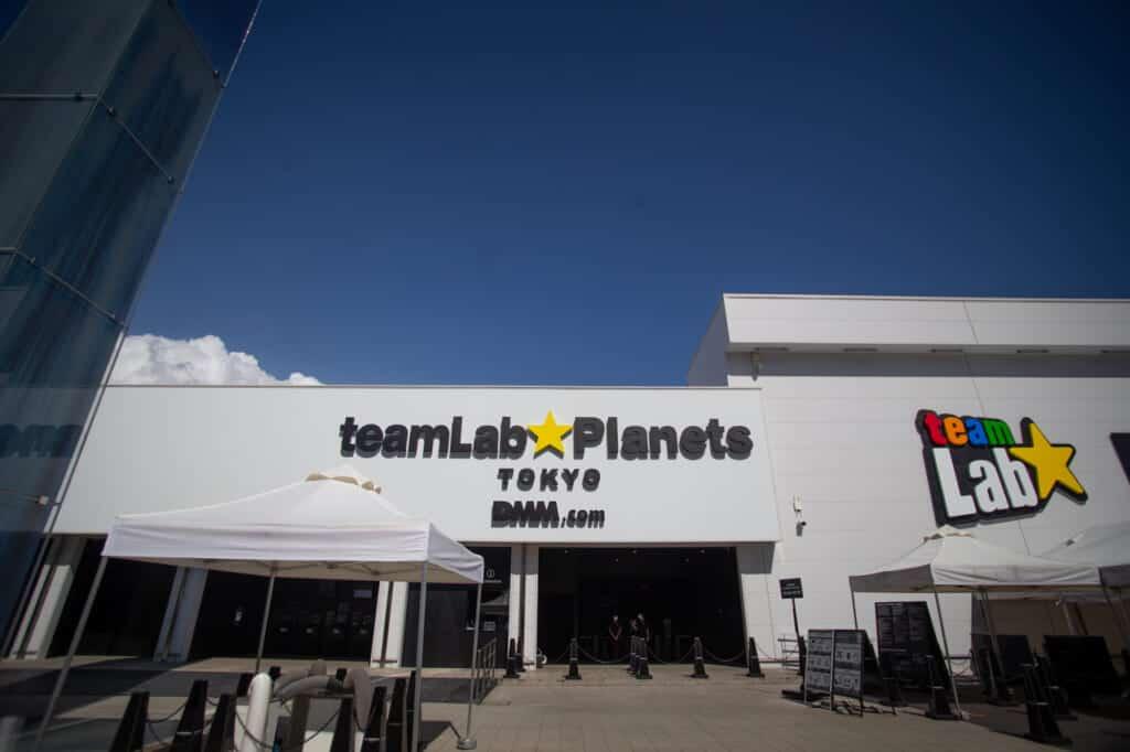 Eingang des teamLab Planets in Tokio, Toyosu, Japan.