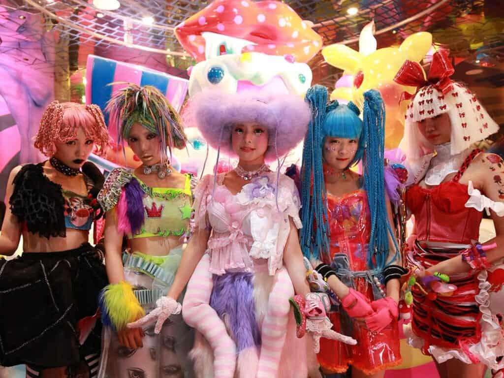 Die Monster Mädchen im Kawaii Monster Café in Harajuku, Tokio.