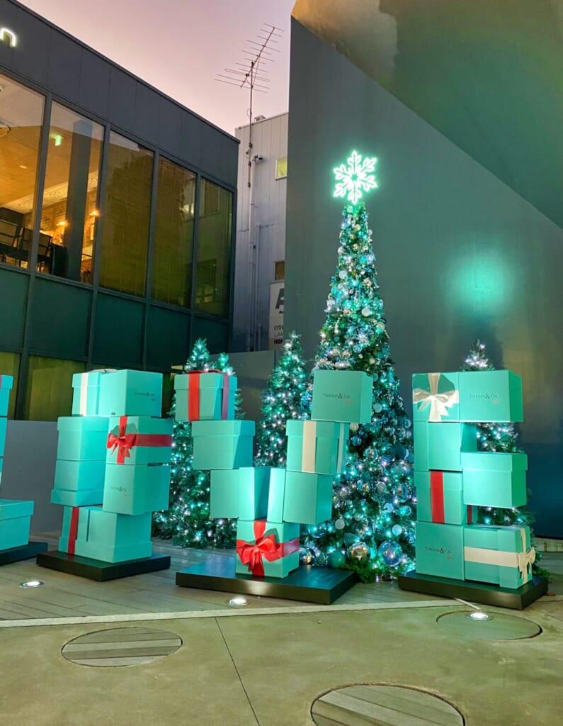 Weihnachtsdekoration bei Tiffany's in Tokio.