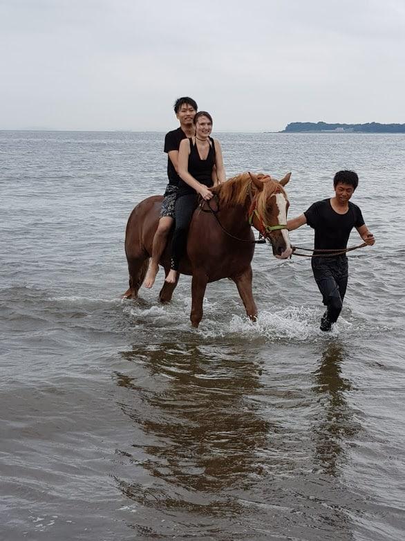 Tundra trägt uns gemeinsam durch das Wasser.