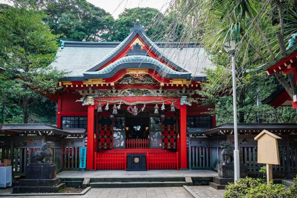 Der Nakatsumiya Schrein auf der Insel Enoshima.
