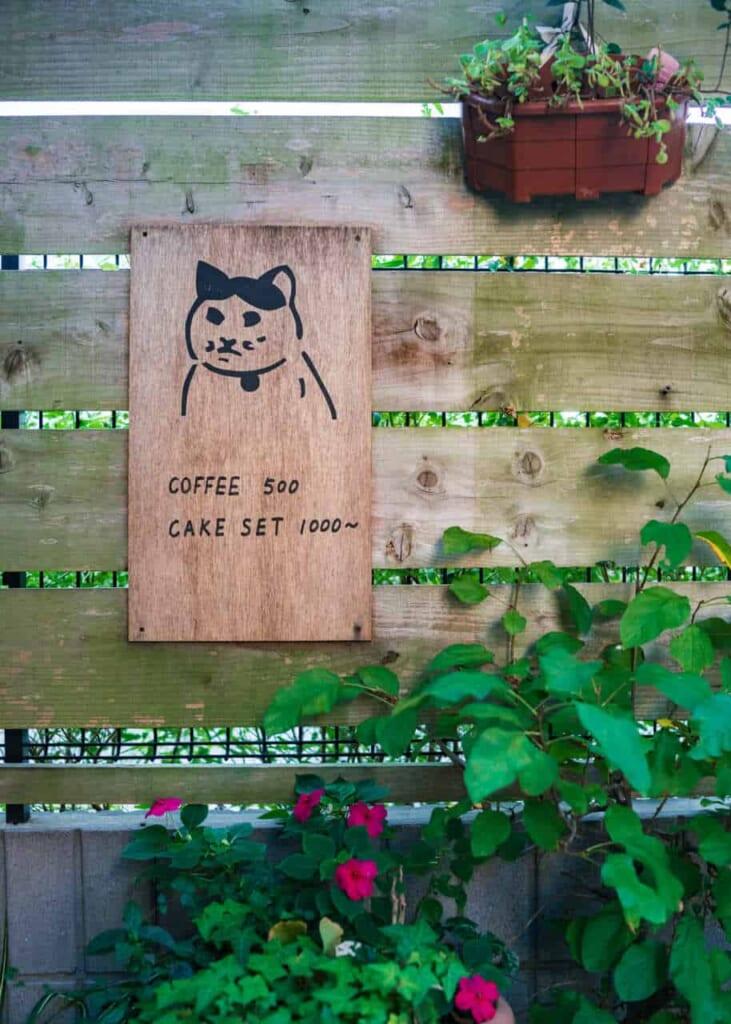 Schild eines Cafés.