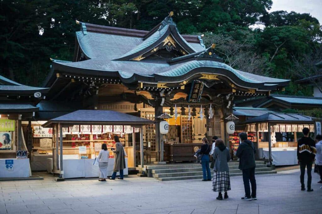 Der Hetsumiya Schrein auf der Insel Enoshima, Präfektur Kanagawa, Japan.