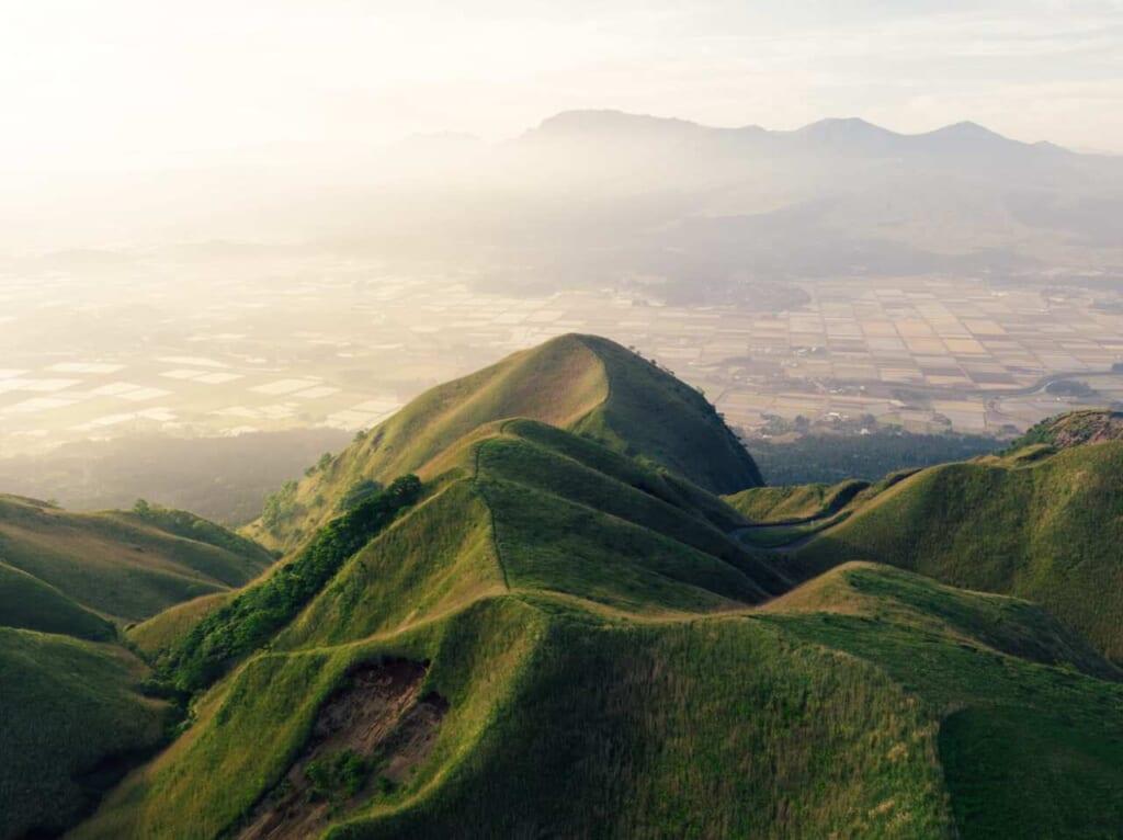 Die vulkanische Landschaft Japans, hier der Berg Aso.