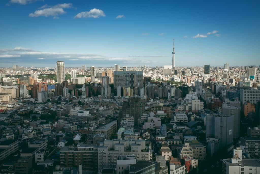 Ausblick auf den Skytree von der kostenlosen Aussichtsplattform der Bunkyo City Hall aus.