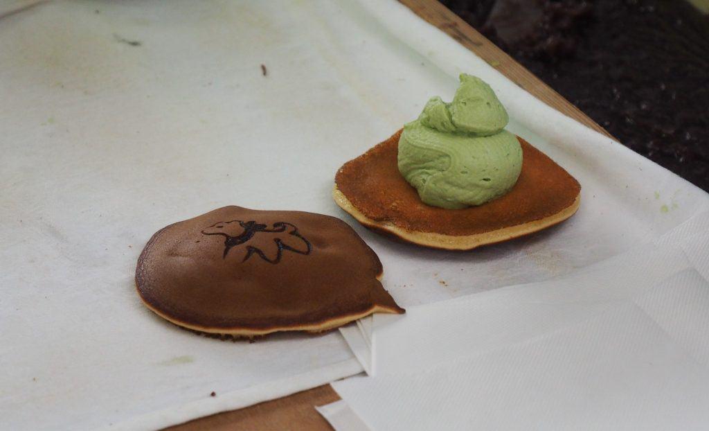 Dorayaki mit Matcha-Creme-Füllung.
