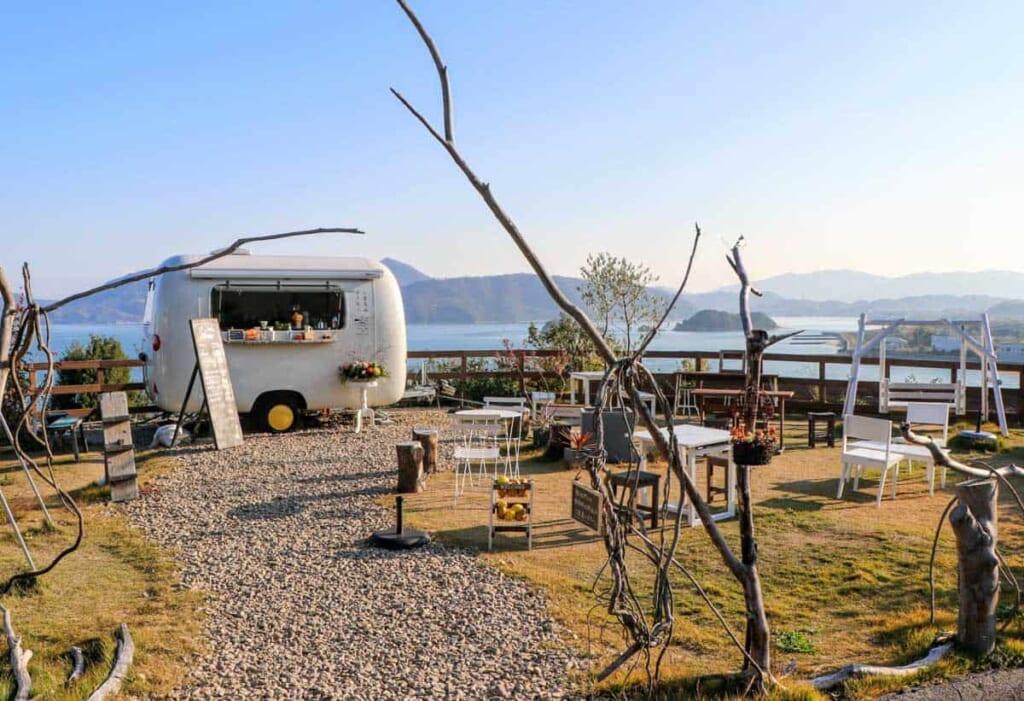 Entdeckt kleine Cafés auf den Setouchi-Inseln.