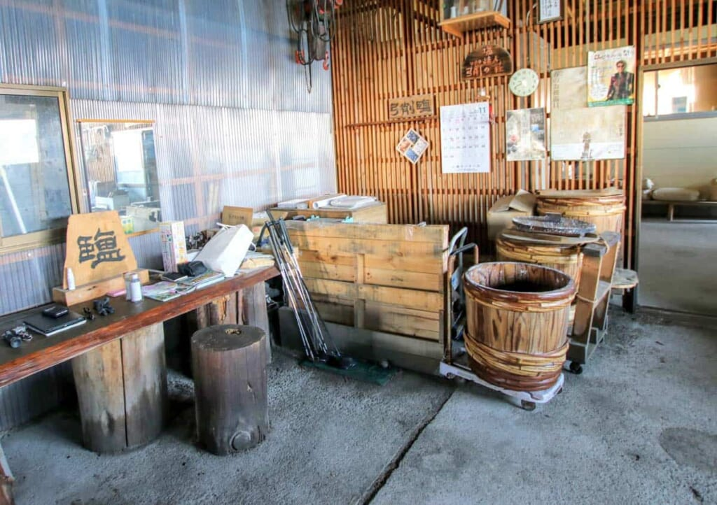 Die lokale Salzproduktion auf der Insel Yuge.