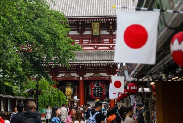 Die japanische Flagge in Asakusa, Tokio.